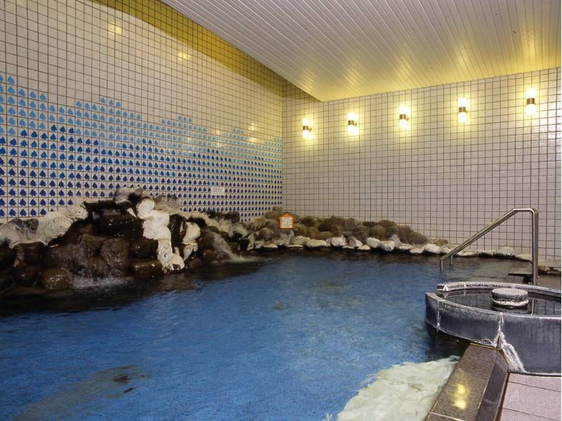 【中浴場】足を伸ばしてゆっくり湯を堪能