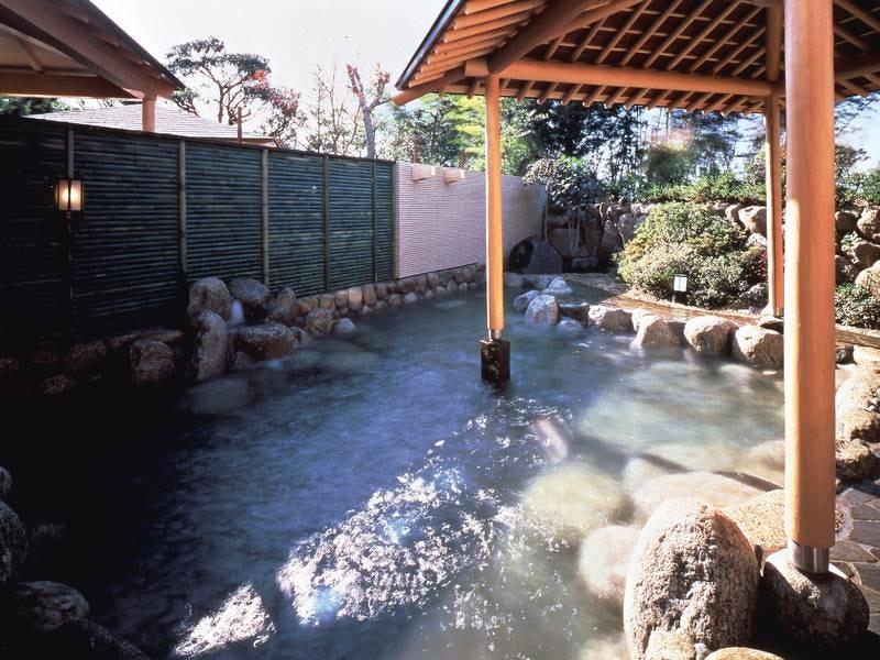 【露天風呂】大浴場にはサウナと水風呂も完備
