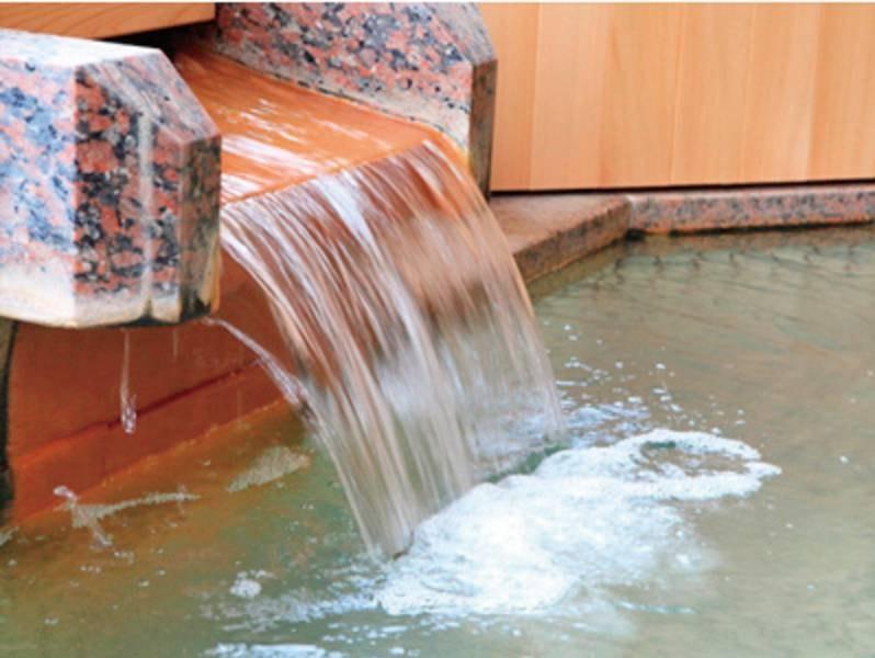 源泉かけ流しの温泉でゆっくりと湯浴み