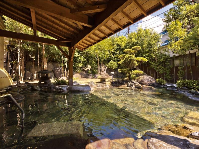 【広庭露天風呂】庭園の中に造られた開放感あふれる美人の湯