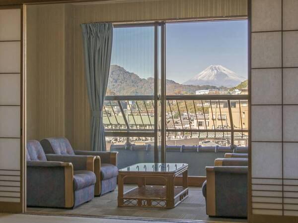 【富士山側和室/例】晴れた日には富士山を眺望!12畳+6畳(広縁付き)の広々としたお部屋にご案内