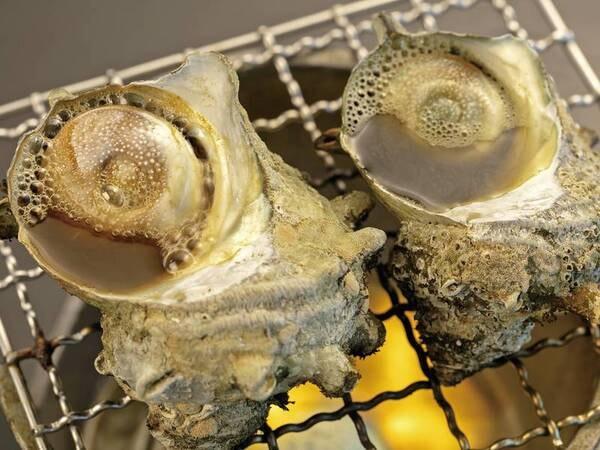 【ずわい蟹・サザエ付き地魚会席/例】ずわい蟹浜茹で&サザエが付いた会席をご用意※写真はサザエ壺焼き一例