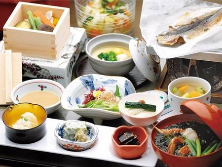 【朝食/和食の例】和食または洋食を個人ごとに選択可能