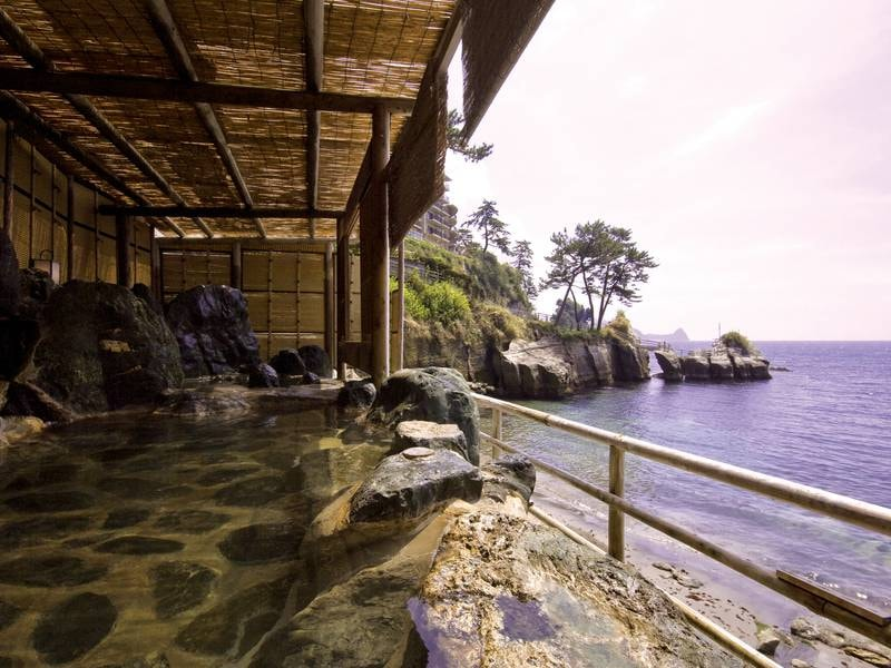 【波打ち際の露天風呂「海女」】野趣あふれる渚の音と潮風を浴びながら湯を満喫