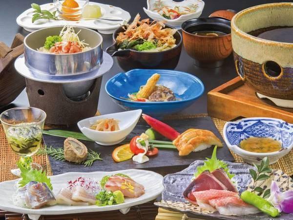 【[シニア向け]美味少量会席プラン/例】夕食は地魚とカツオ酒盗だれ石焼きをメインに、産地の新鮮な魚介を中心とした創作料理を堪能!