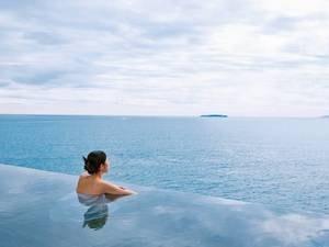 まるで海に浮かんでいるような感覚の、絶景オーシャンビュー露天
