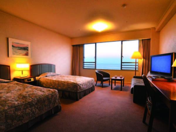 【洋室/例】全室が高台からの絶景海眺望。ゆとりあるリゾートツイン