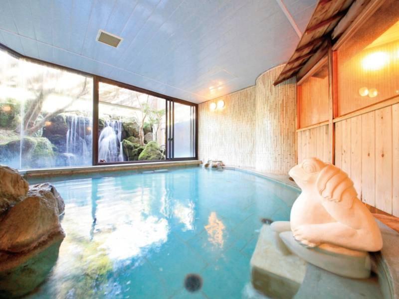 【本館大浴場】バリの雰囲気をイメージした異国情緒あふれる空間