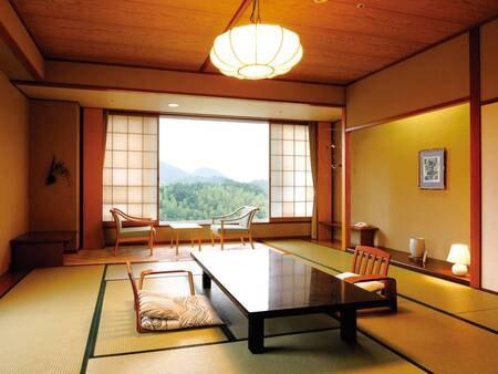 【10畳和室/例】開放感のある大きい窓が特徴。大きな窓からは、箱根や伊豆の山々が望めます