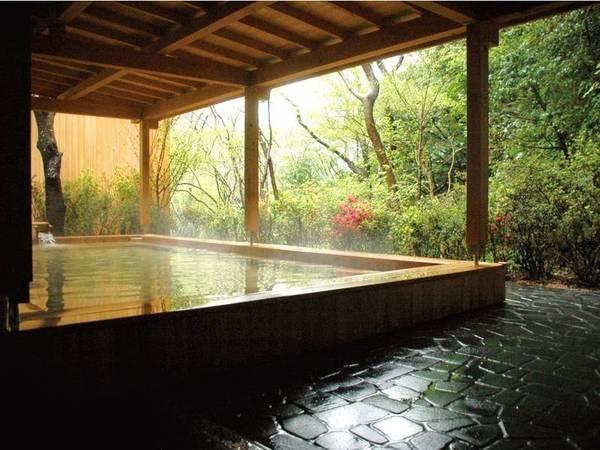 【露天風呂】自然を眺めながら湯に浸かる至福のひととき