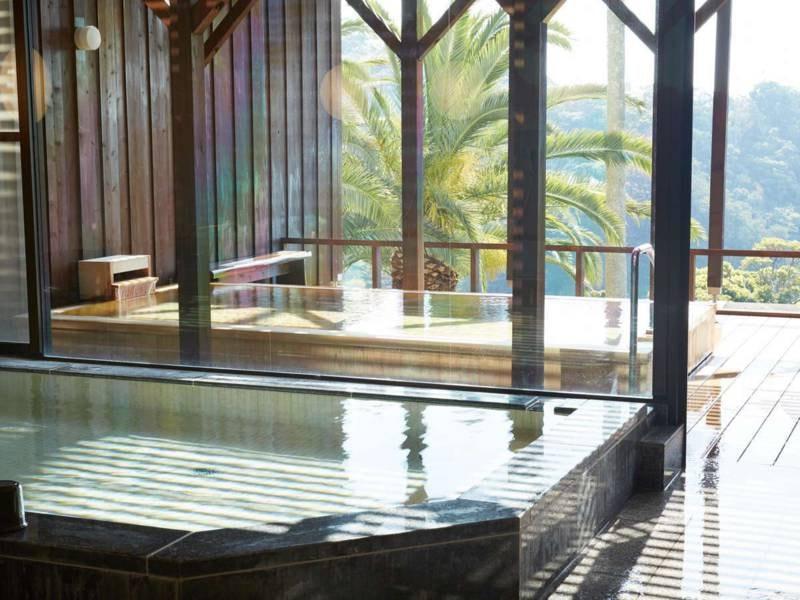【大浴場/男湯】季節により朝陽をご覧いただけます