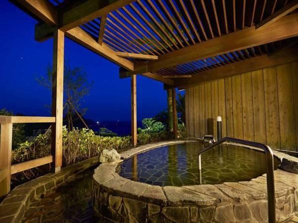 【岩露天風呂/女湯】夜の雰囲気
