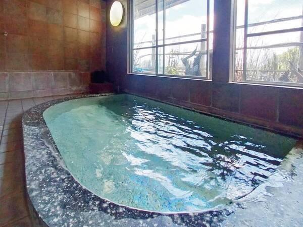 【女性浴場「ねすかた風呂」】レトロなタイル張りに趣を感じる