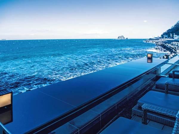 【足湯バー】日本一海に近い足湯バー