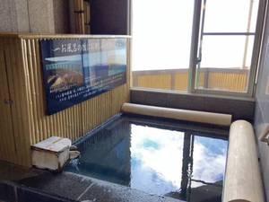 【最上階貸切温泉風呂~風~】心地よい風を感じながら湯浴みできる寝湯
