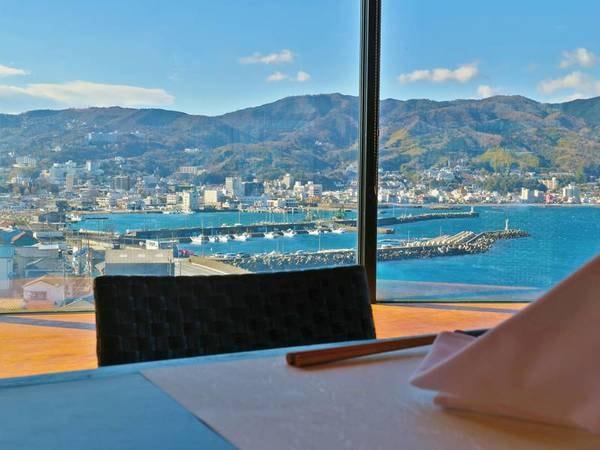 【レストラン】海を眺めながら食事を愉しめる
