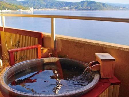 【客室露天風呂】海を望む客室風呂でプライベートな一時を