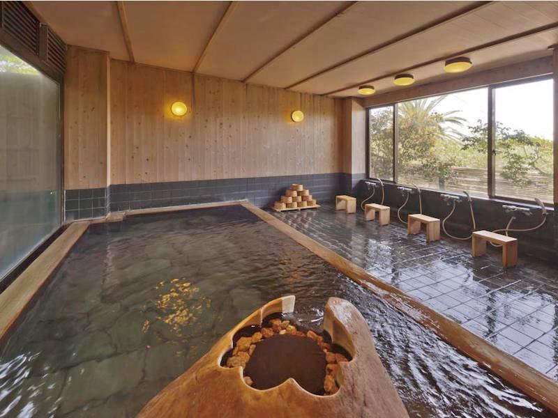 【大浴場】古代檜と伊豆石を使ったぬくもりある大浴場