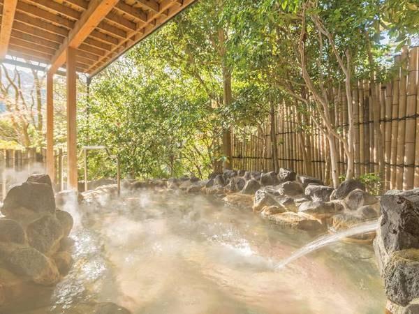 【露天風呂/うめの湯】木々からの爽やかな風と共にのんびりと湯浴み