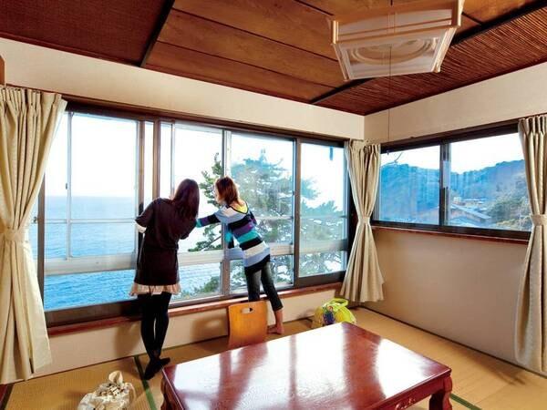 客室一例/客室の窓からは一面の海!
