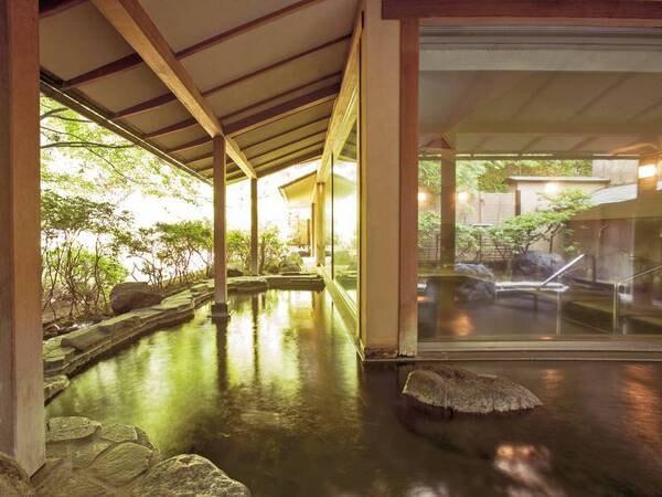 【露天風呂・大浴場】クセがなくやわらかな感触の湯