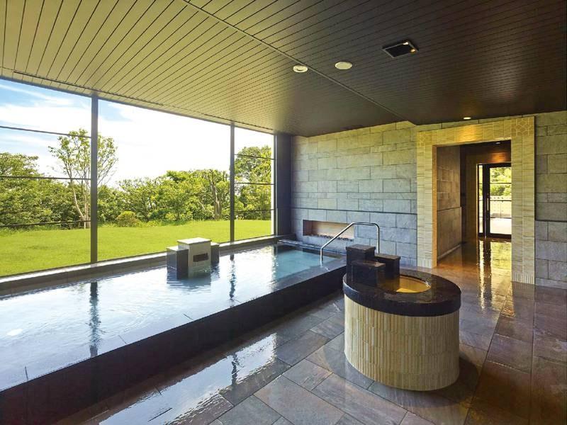 【大浴場/男性(1階)】大きな窓が開放的