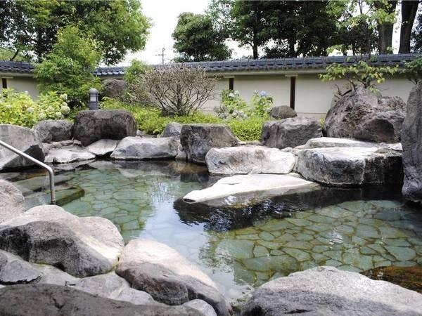 庭園露天岩風呂