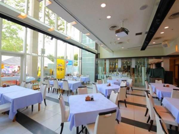 【レストラン】明るく広々としたお食事会場