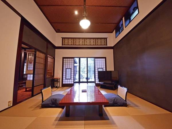 特別室『かすみ』 2階のこのお部屋では、天井の高さも売りの一つ。