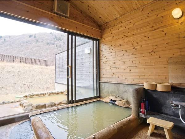 【貸切風呂/例】湯舟から山々を望む