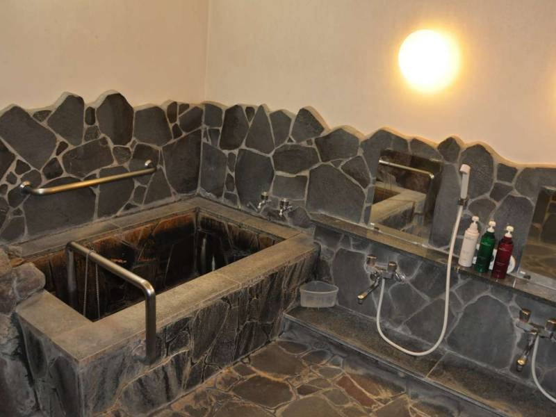 貸切岩風呂(本館地下1階)