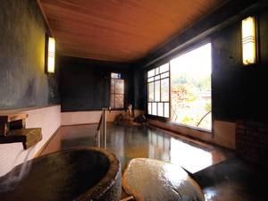 【大浴場・ゆらぎの湯】とろみのある炭酸水素泉を源泉かけ流しで