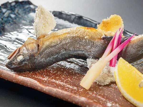 川魚の塩焼き/例(※写真は鮎ですが、時期により別の旬の川魚をご提供の場合有)