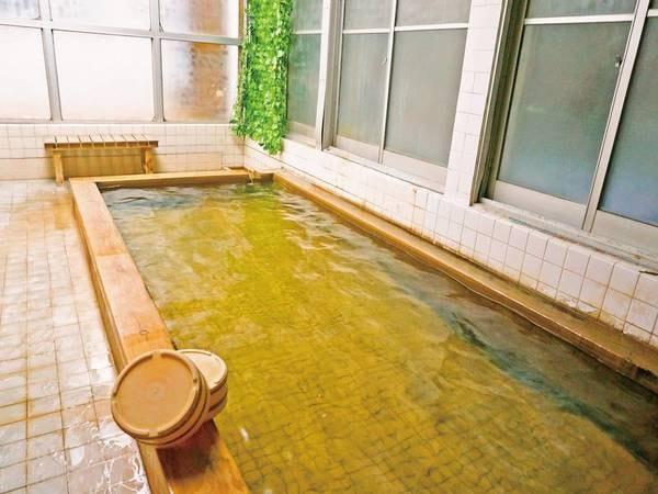 【ひのき風呂】ひのき香る広めの浴槽