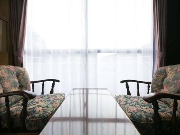 【お任せ和室/一例】お部屋の窓辺でくつろぎの一時