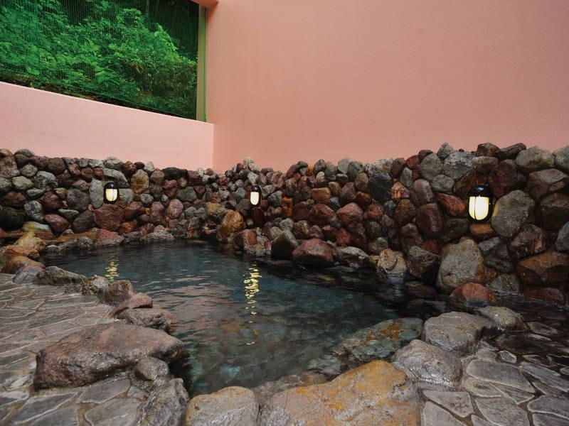 【庭園露天風呂】かつて湯治場として栄えた閑静な風情