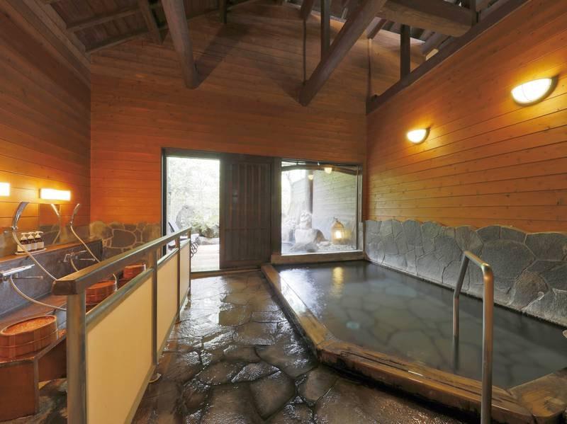 【大浴場 】自家源泉をかけ流しで愉しめる