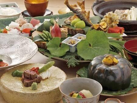【写真/例】献立は「その日の朝」手に入る旬の食材を使用。味も然る事ならば、盛り付けも美しい。