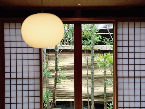 【離れ特別室/例】和の趣と水戸岡氏のデザインが融合したクラシカルでモダンな客室