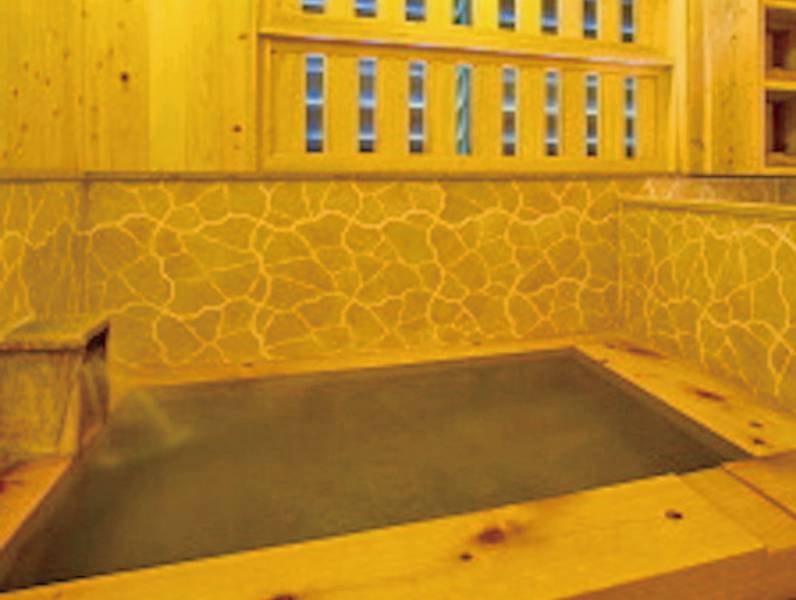 【内湯】温かみのある檜をふんだんに使った内湯