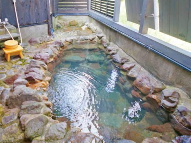 【露天風呂】清流を望む露天風呂