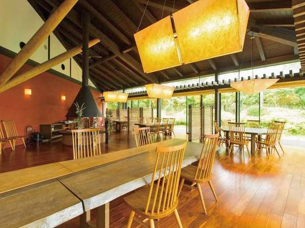 【レストラン】旬の食材を楽しむ開放的な空間