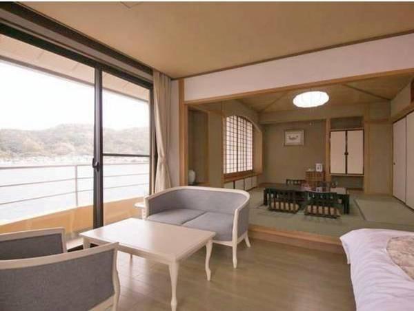 【和室8畳+洋室/例】松浦湾を望む洋室(ツインベッド)+8畳のお部屋