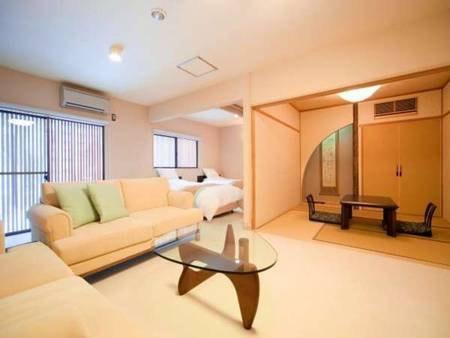 【かえで/例】ふかふかツインベッド+ソファ付リビング+和室を備えた和洋室