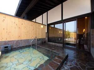 【大浴場】外の空気が心地よい露天風呂も