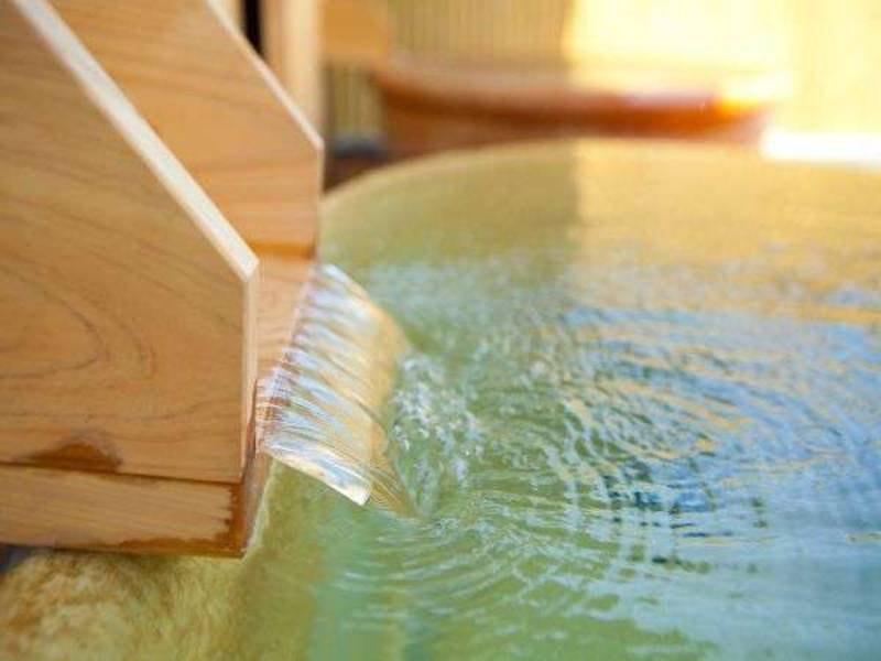 【湯口】源泉の温度は40.3度と温泉に浸かる調度良い温度