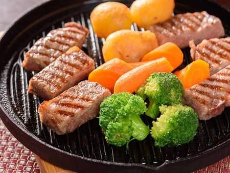 【夕食/一例】肉質4等級以上のみ名乗ってよい豊後牛頂(いただき)をステーキで頂く