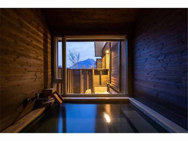 【蔓-つる-客室風呂】大きな一枚ガラスと由布岳の景色