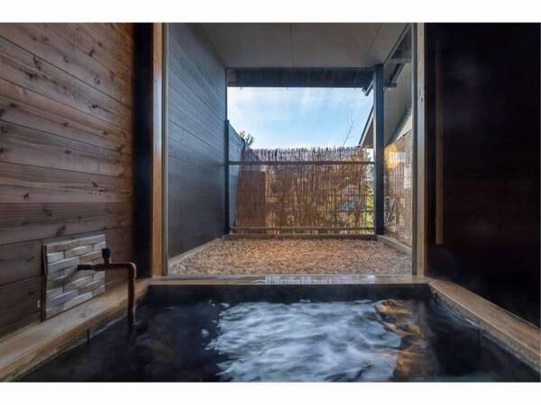 【蕩-とう-客室風呂】とろとろの源泉かけ流しを堪能