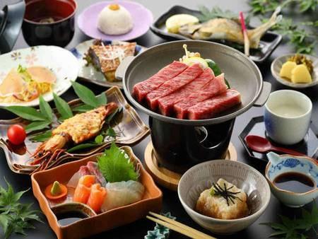 【夕食/例】豊後牛ステーキの鉄板焼きや一尾丸々海老のタルタル焼き・ヤマメ塩焼きなどを堪能!